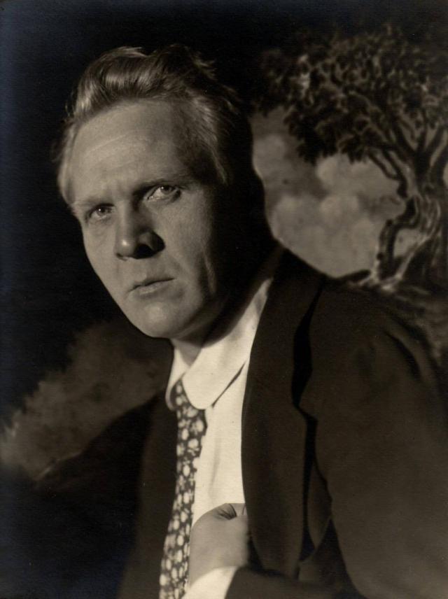 С 1922 года артист выступал с гастролями за границей, в частности в США, где его американским импресарио был Соломон Юрок. Певец уехал вместе со своей второй женой - Марией Валентиновной.