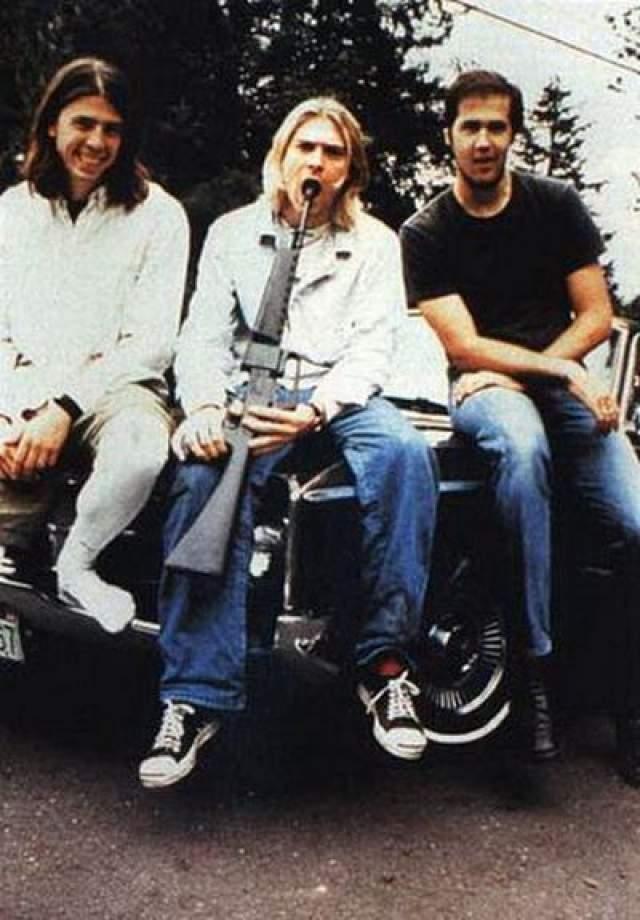 """Курт Кобейн - лидер группы Nirvana Став международной знаменитостью, был провозглашен """"голосом поколения""""."""