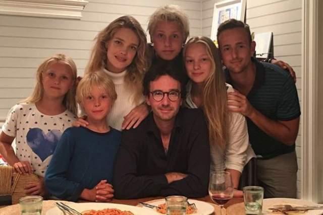У Водяновой было трое детей от Джастина Портмана, но она родила своему любимому еще двоих: в 2014 году и в 2016-м. Все они живут сейчас в Париже, на родине Арно.