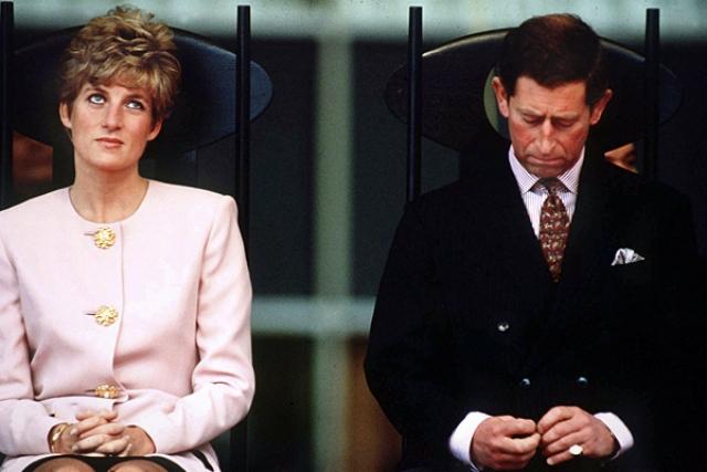 Диана и принц Чарльз расстались в 1992 году после 12 лет брака. Бракоразводный процесс был начал по настоянию королевы Елизаветы, занял четыре года и завершился в 1996 году.