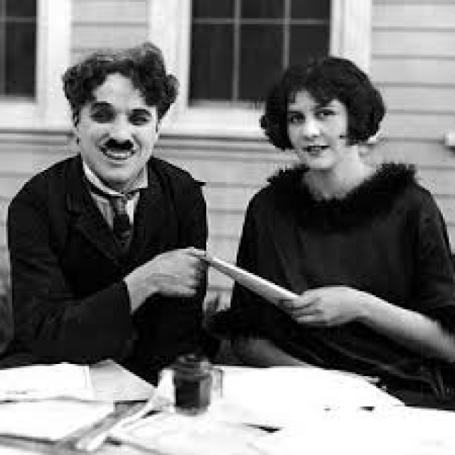 """У них было двое сыновей. Пара развелась в 1928 году во время съемок фильма """"Цирк"""". Чаплин выплатил Лите $825 000 - рекордную для того времени сумму, что стало причиной расследования налоговых органов."""