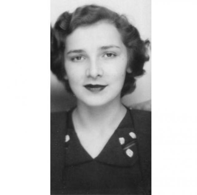Ирина Ильина. 1937. Дочь русского офицера флота в 1921 году была вывезена родителями в Тунис. После 1925 жила в Париже, работала манекенщицей.