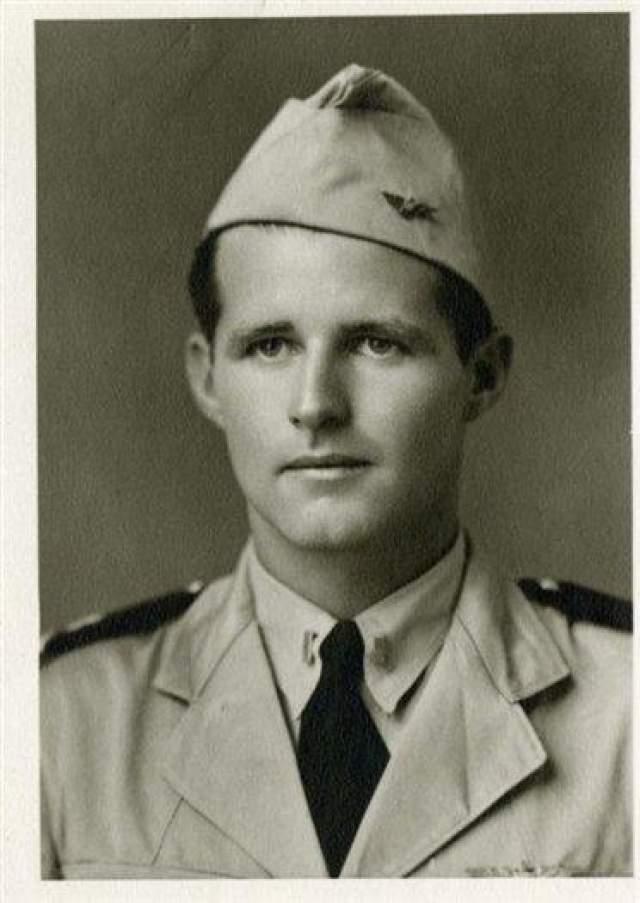 Старший сын Джозеф Патрик Кеннеди, погиб в результате несчастного случая во время секретной операции 12 августа 1944 года (29 лет)