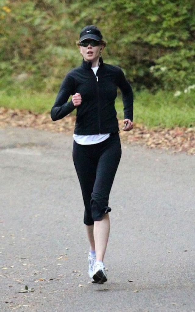 Николь Кидман. Каждый день Николь медитирует, после чего отправляется на пробежку до теннисного корта.