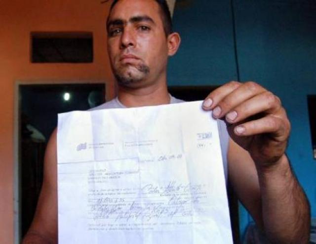 Работники медицинского учреждения уклонились от комментариев, однако Камехо продемонстрировал журналистам шрам на лице и злополучное свидетельство о своей смерти.