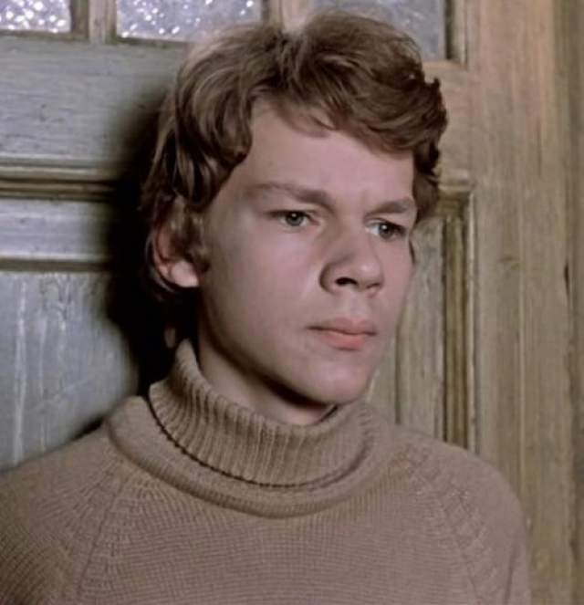 """Отчим Виктор Сергеев, муж матери, помог парню получить роль в кино. В пять лет Никита снялся в эпизоде фильма """"Ночь на 14-й параллели"""", где его заметили другие советские режиссеры."""
