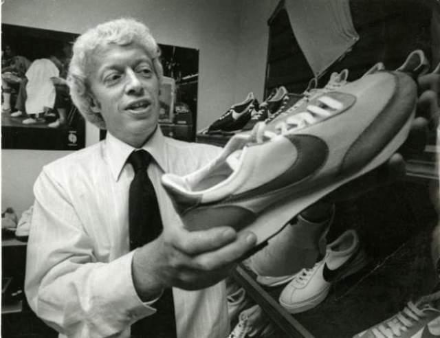 Nike — Фил Найт. В молодости Найт увлекался бегом, но качество спортивной обуви его совершенно не устраивало, тогда он основал фирму Blue Ribbon Sports, которая занималась поставками кроссовок из Японии.
