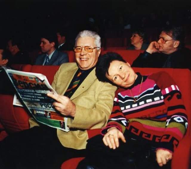 Их роман начался в 1994 году, через два года женщина родила сына Сергея, которого Жариков признал и продолжил помогать им. Еще через два года Родилась дочь Катя, которой, по словам Секридовой, отец тоже обрадовался. Двойная жизнь актера длилась семь лет.