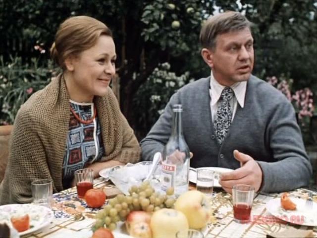 """Раиса Рязанова рассказывала, что характер героини ей очень близок: """" Эта роль позволила мне прожить жизнь, которой у меня не было. Хотелось бы иметь основательного мужа, детей, квартиру... """". На момент съемок актриса уже была матерью-одиночкой и одна воспитывала сына."""