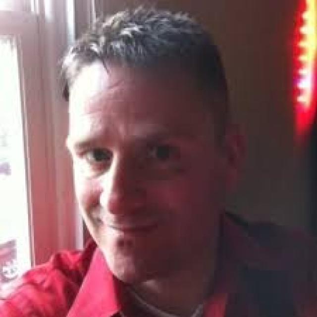 Одним из них стал Эрик Кин, работник фастфуда в городе, где живет писатель. Утром 20 апреля 1991 года юноша проник в неохраняемый особняк Кинга, разбив окно на кухне. В руках у него была коробка, в которой, по его словам, находилась бомба.