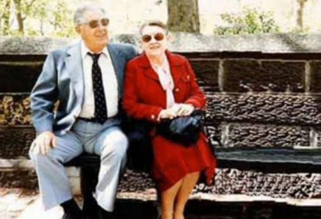 На самом деле, это действительно дедушка и бабушка Обамы, но вот только самого Барака с ним на фото не было.