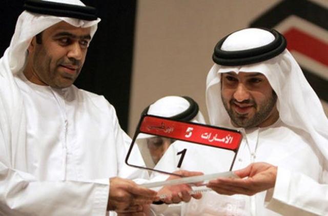 """Бизнесмен из ОАЭ Саид Абдул Гаффар Кури приобрел автомобильный номер, который состоит всего из одной цифры """"1""""."""