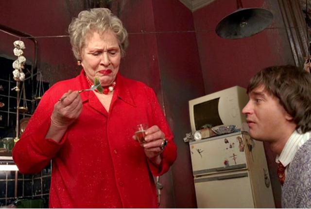 Сыгравшая в фильме ведьму Римма Маркова призналась, что после съемок оказалась буквально на грани жизни и смерти на больничной койке, после чего она умерла от рака.