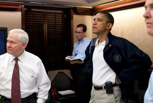 После начавшегося в сентябре 2010 года сбора разведывательной информации о пакистанском укрытии курьера президент Обама встретился с национальными советниками по вопросам безопасности 14 марта для создания плана действий. Они встречались еще четыре раза (29 марта, 12 апреля, 19 апреля и 28 апреля) в течение шести недель, предшествовавших атаке.