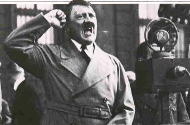 Особым увлечением фюрера был цирк, в котором его поражало, что за гроши циркачи готовы рисковать жизнью. За 1933 год он побывал не раз в цирке и всегда дарил женщинам-циркачкам цветы и дорогой шоколад. При этом ему жутко не нравились номера с животными.
