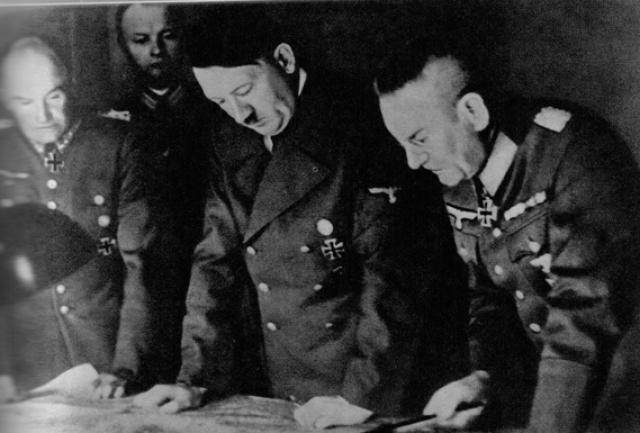 """В начале осени 1940 г. отношения Москвы и Берлина накалились. Оккупация Бессарабии без консультации с Германией и захват Северной Буковины с преимущественно немецким населением, что """"особенно ошеломило Гитлера"""", воспринимались в Третьем рейхе с крайним возмущением."""
