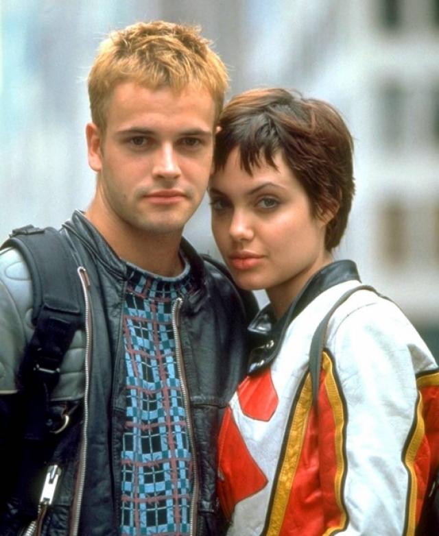 """Анджелина позже призналась, что она всегда будет любить Джонни, и что они """"просто были слишком молоды""""."""