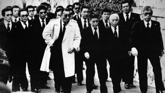 Якудза - это организованные преступные синдикаты в Японии. Социальная организация и особенности работы якудза очень отличаются от других преступных группировок: у них даже есть собственные офисные здания, а об их поступках часто и совершенно открыто пишут в прессе.