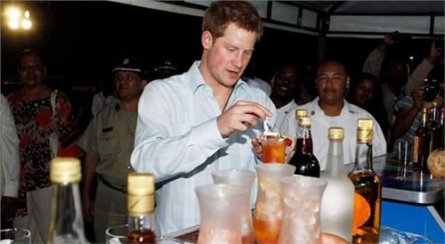 Принц Гарри давно имеет славу любителя отвязных вечеринок.
