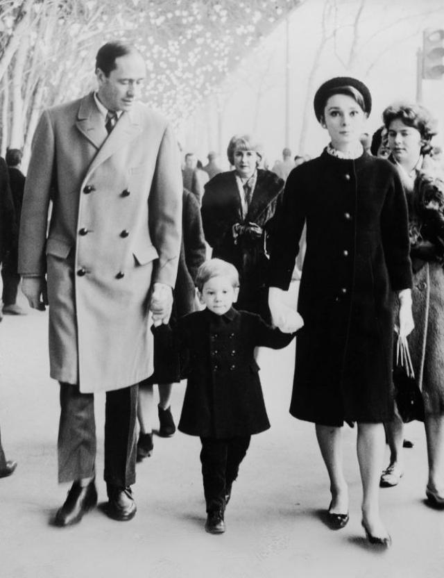Для Мела Феррера этот брак был четвертым. Через шесть лет у пары появился сын Шон Хепберн Феррер. Но брак Мелома и Одри просуществовал 14 лет. Причины развода не озвучивались.