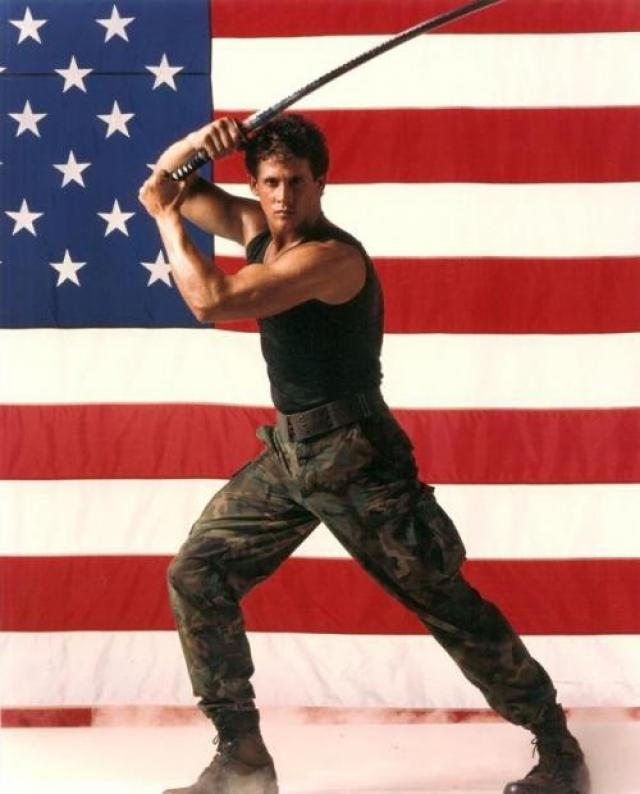 """Майкл Дудикофф. Светловолосый парень-модель с русскими корнями стал своеобразным американским ответом на фильмы с азиатскими ниндзя. Первый """"Американский ниндзя"""" вышел в 1985 году. Дудикоффа эксплуатировали в этой роли вплоть до 1997 года."""