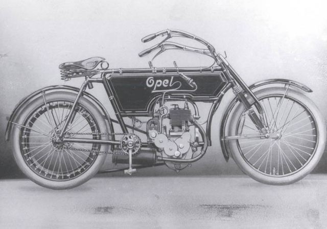 Во время скитаний по Европе, а именно во Франции, Адам увидел велосипед, и твердо решил популяризовать в своей стране очередную новинку, организовав производство. В их конструкции он применил новшество для того времени - колеса с шинами, наполненными воздухом.