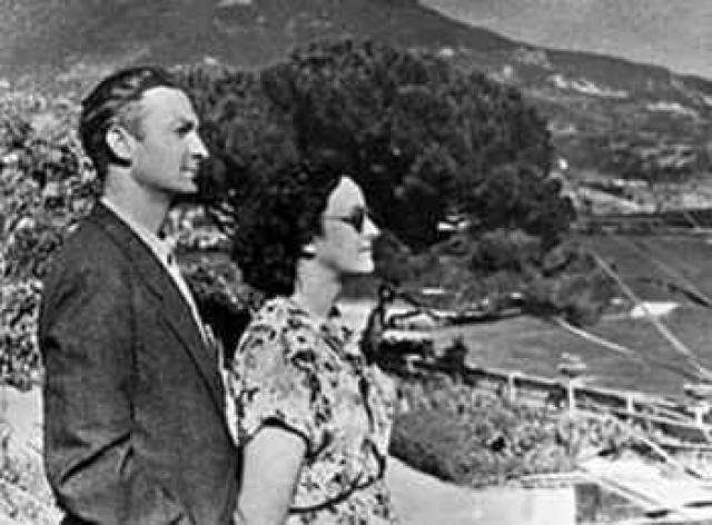 Молодой актер Вицин влюбился в актрису Дину Тополеву - жену народного артиста СССР Николая Хмелева.