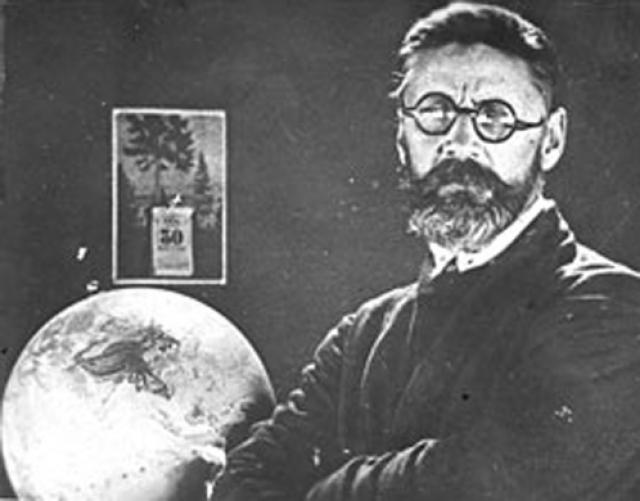 В 1921 году была организована первая советская экспедиция по проверке поступающих сообщений о падении метеоритов на территории страны. Леонид Алексеевич Кулик проявлял особый интерес к изучению места и обстоятельствам падения Тунгусского метеорита.