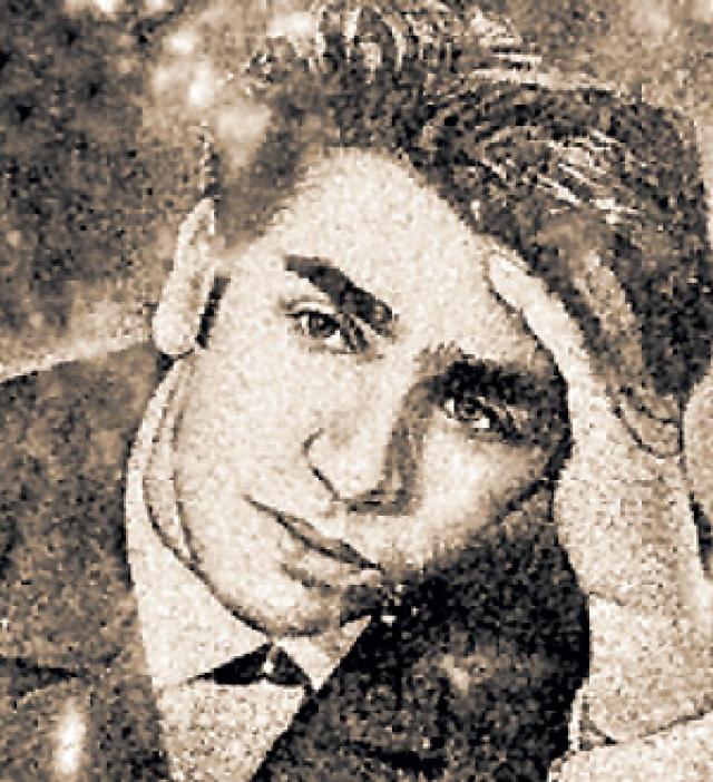 Вскоре Брежнева завела молодого любовника - 29-летнего певца-цыгана Бориса Буряце, которого позже посадили на пять лет по обвинению в краже бриллиантов у дрессировщицы Ирины Бугримовой.