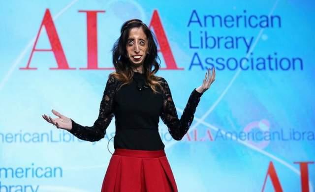 После этого Лиззи Веласкес нашла свою нишу: сейчас она – мотивационный оратор, как и страдающий от синдрома тетраамелии Ник Вуйчич. Девушка путешествует по миру с семинарами и пишет вдохновляющие книги.