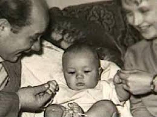 Они поженились в 1957 году, и через два года у них родился сын Андрей.