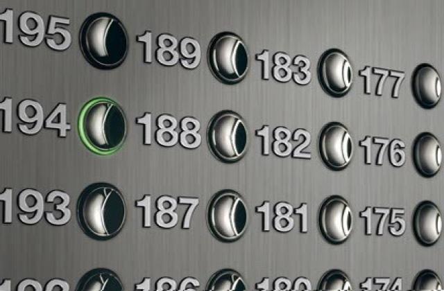 Лифты работают на таких скоростях, что добраться до 124 этажа можно за одну минуту.