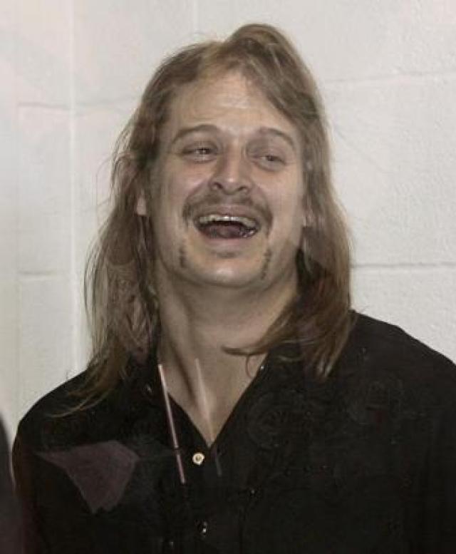 Кид Рок. В 2005 году Рок был на похоронах известного музыкального менеджера Мерла Килгора, когда Киду и его друзьям пришло в голову развеяться. Местом для предполагаемого веселья было избрано Christie's Cabaret.