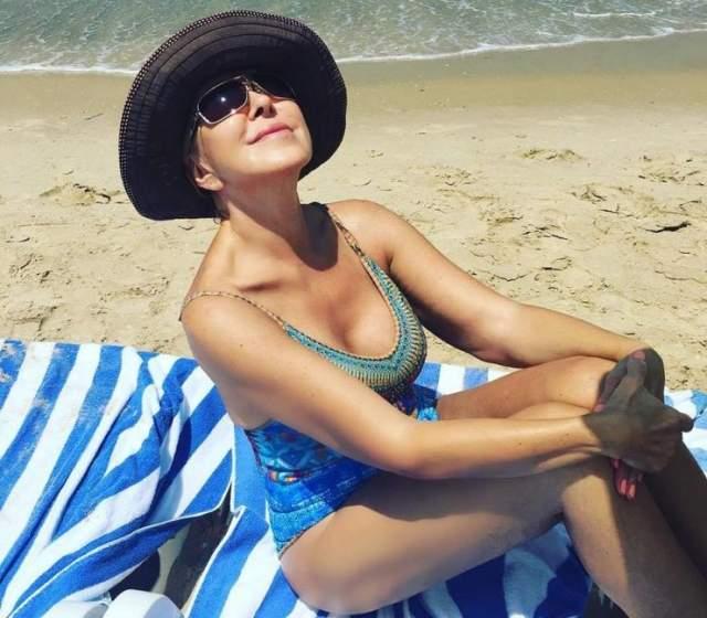 Любовь Успенская, 64 года. @uspenskayalubov_official. Звезда шансона обожает пляжный отдых. А еще она обожает фотографироваться.