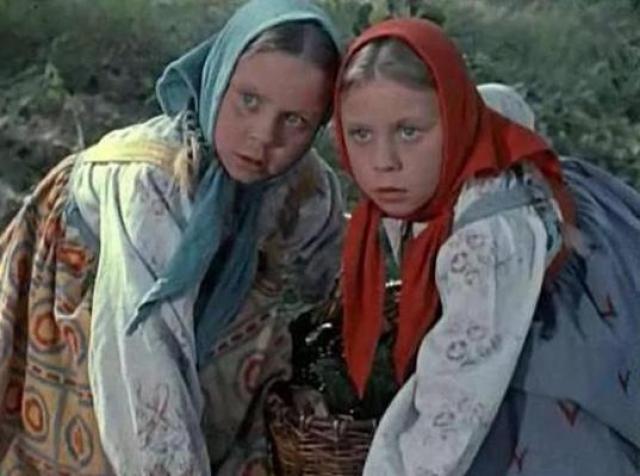 """После премьеры девочек с мамой пригласили на прием в Кремль, вручили подарки. Со студии Горького им привозили мешки писем. Затем была эпизодическая роль в фильме """"Морозко. На этом кинокарьера сестер Юкиных закончилась."""