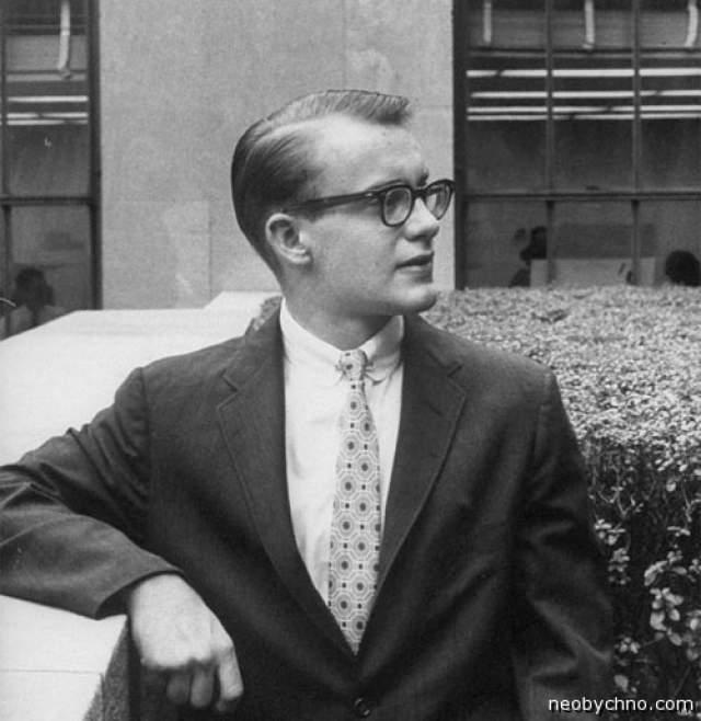 Майкл Рокфеллер. 18.05.1938-19.11.1961. Этнограф и антрополог, исследователь, сын известного политика и банкира Нельсона Олдрича Рокфеллера осенью 1961 года уехал в экспедицию вместе с голландским этнографом Рене Вассингом.