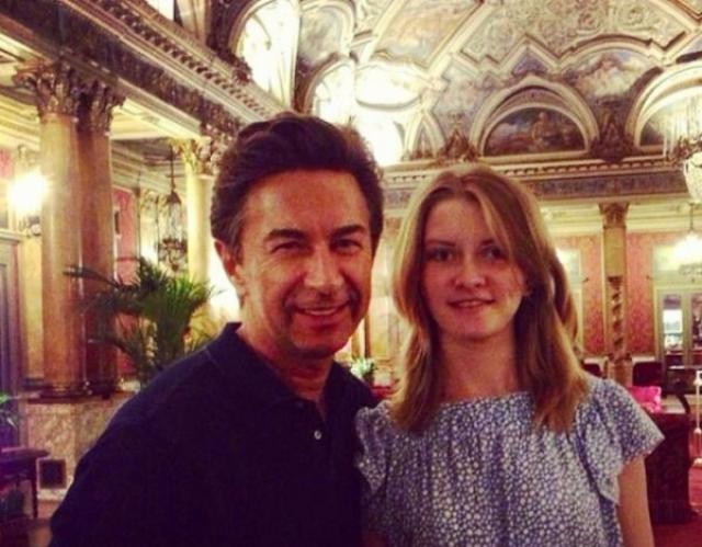 Виола Сюткина. Младшая дочь Валерия Сюткина учится и живет в Париже.