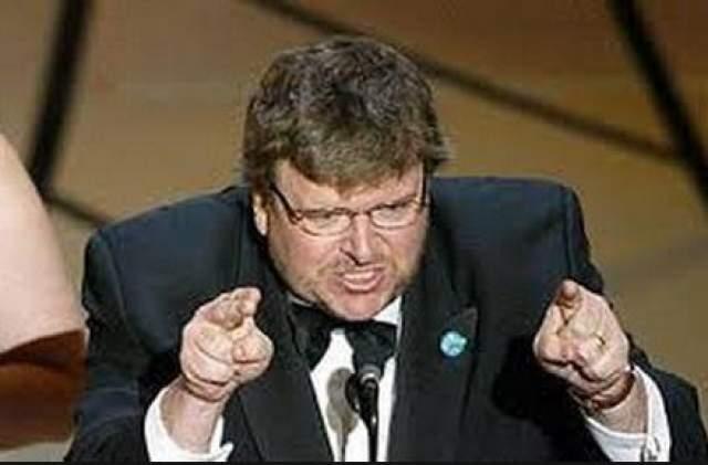 """В 2003 Майкл Мур получает """"Оскар"""" за лучший документальный фильм и произносит провокационную речь против Джорджа Буша, который недавно отправил войска в Ирак. """"Shame on you, mr Bush! Shame jn you"""", - кричал Майкл. Зал разделился на две стороны: одни аплодировали Майклу, а другие неодобрительно его освистывали."""