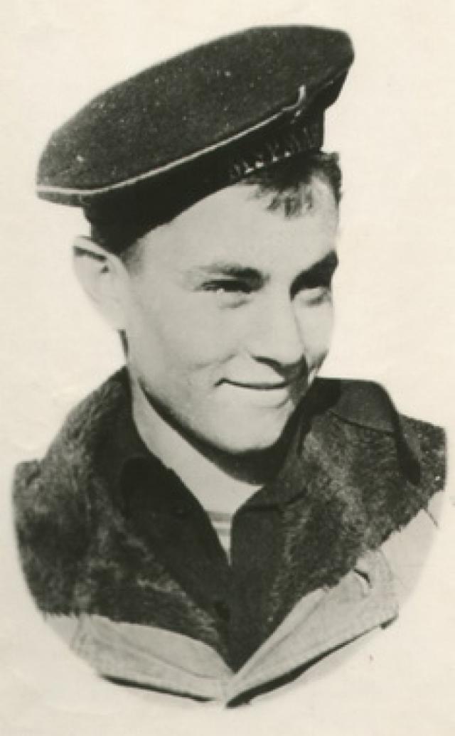Но Саша мечтал служить на торпедном катере и подавал командованию рапорт за рапортом с просьбой о переводе. Он своего добился - в феврале 1944 года юнгу Ковалева перевели для прохождения службы учеником моториста на торпедный катер № 209