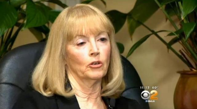 В 2007 году 56-летняя Кэрол Кричфилд прошла стандартную гистерэктомию мочевого пузыря в госпитале Сими-Вэлли в Калифорнии. Симптомы продолжали преследовать ее несколько лет, в конце концов, женщина перенесла операцию по удалению яичников, после чего хирург обнаружил истинную причину болей.