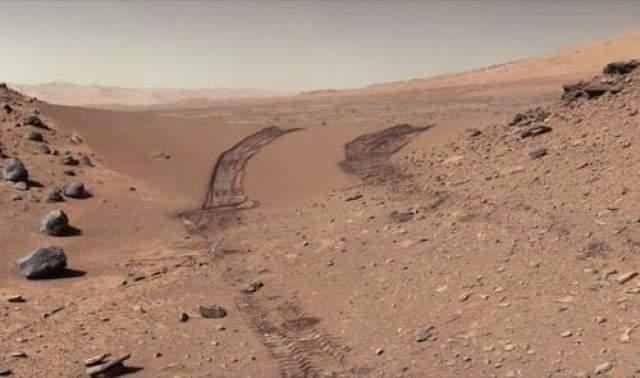 """У Марса два естественных спутника Наличие спутников у Марса предсказал Джонатан Свифт в 1735 году. Такую удивительную точную догадку можно найти на страницах книги """"Путешествие Гулливера"""" , написанной Джонсоном Свифтом в 1735 году. Лишь 142 года спустя, в 1872-м, спутники Красной планеты - Фобос и Деймос - были обнаружены астрономами."""