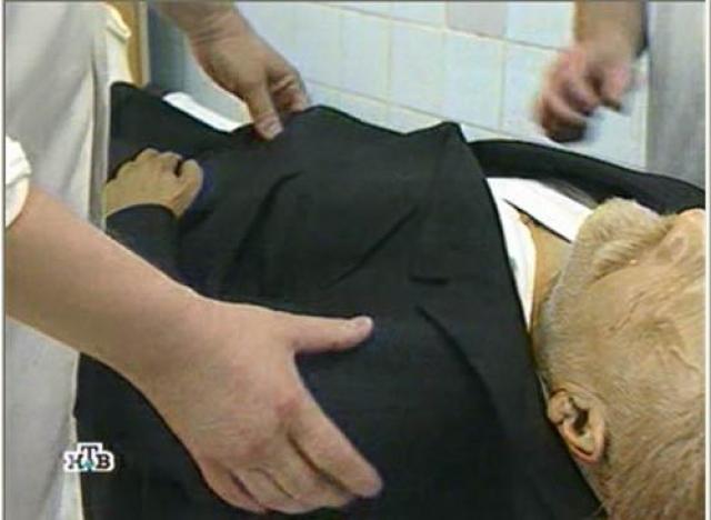 """Весной 1997 года президент России Борис Ельцин высказался о необходимости перезахоронения тела Ленина, что вызвало неоднозначную реакцию в обществе. По данному вопросу должна была быть создана """"специальная общественно-государственная комиссия"""", но этого не произошло."""