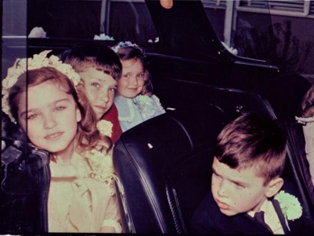 Мадонна подвергалась жестким издевательствам двух старших братьев-наркоманов, которые нападали на нее из-за ревности к отцу, а также получала упреки и тычки со стороны мачехи.