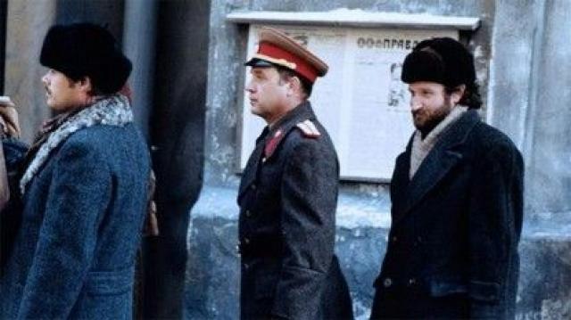 """""""Москва на Гудзоне"""", 1984. Фильм выдержан в стиле старой антисоветской пропаганды. Картина - практически один из последних фильмов в таком стиле."""