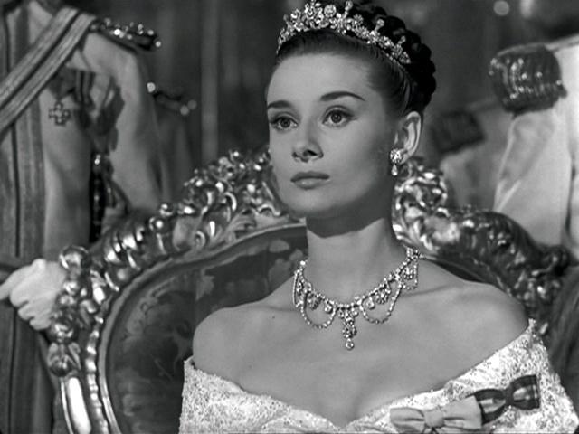 """В фильме """"Римские каникулы"""" ее партнером стал. Грегори Пек За эту роль Хепберн позже получит """"Оскар""""."""