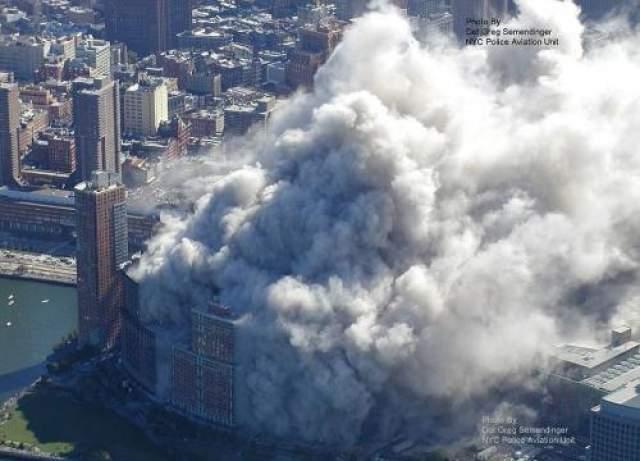 Согласно выводам Комиссии 9/11, приблизительно 16 000 человек находились в башнях ВТЦ ниже зоны попадания самолетов. Большая часть из них выжила, будучи эвакуированной перед разрушением зданий.