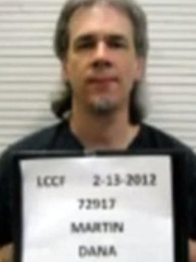 Еще раньше для убийства звезды поклонник и вовсе нанял киллера. Заказчиком убийства стал осужденный Дана Мартин , отбывающий срок за изнасилование и убийство 15-летней девочки.