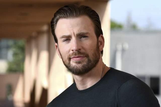 """Крис Эванс, 37 лет. Голливудский актер, звезда """"Мстителей"""", скрывает свою личную жизнь так же хорошо, как играет порученные ему роли."""