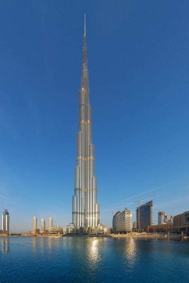 Гигантский небоскреб требует около 950 000 литров воды каждый день (в стандартных квартирах в среднем в день люди потребляют 200-300 литров воды).