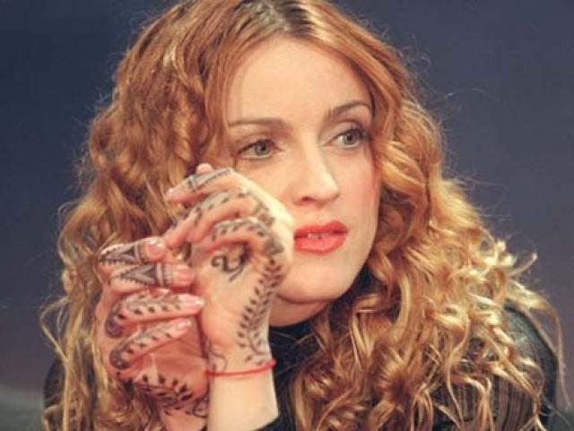 В свое время Мадонна изучала санскрит, интересовалась буддизмом, занималась йогой, но, в конце концов, остановилась на каббале, немало сделав для ее популяризации в Голливуде.